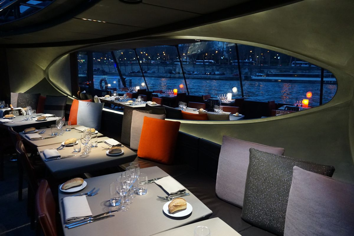 Dîner de croisière : un repas d'affaires de luxe ?